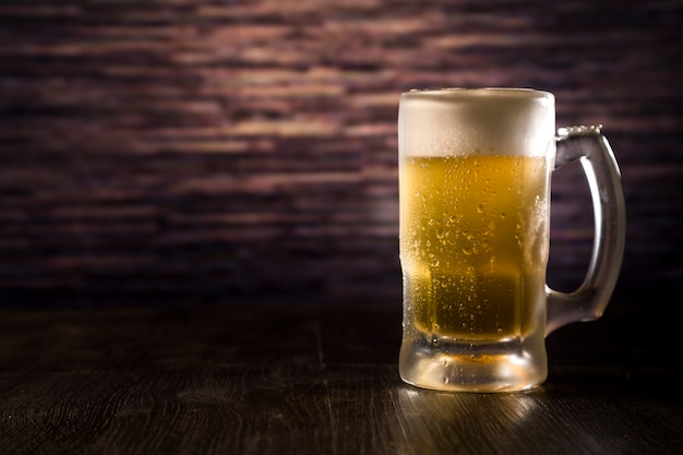 Pełny Słoik Do Piwa Premium Zdjęcia