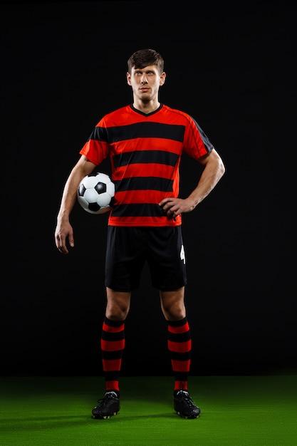 Pewni Piłkarz Z Piłką, Grać W Piłkę Nożną Darmowe Zdjęcia