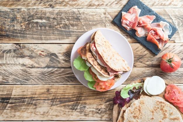 Piadina Typowe Włoskie Jedzenie Premium Zdjęcia