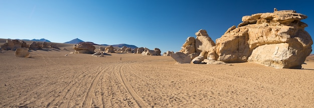 Piaszczysta Pustynia Na Andach Boliwii Premium Zdjęcia