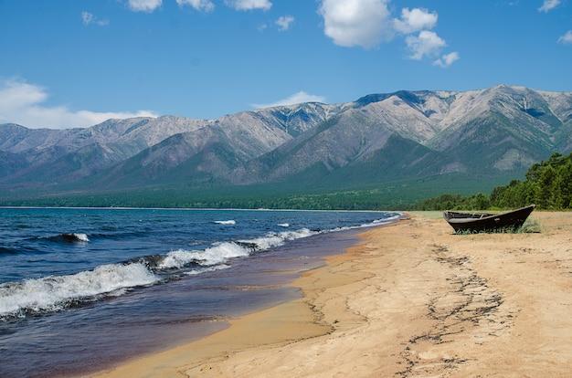 Piaszczysty Brzeg Bajkału. Ust-barguzin Premium Zdjęcia