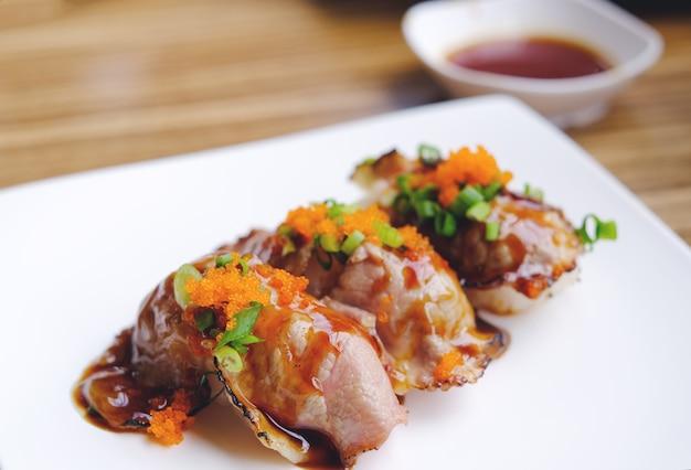 Pieczona Wołowina Sushi Premium Zdjęcia