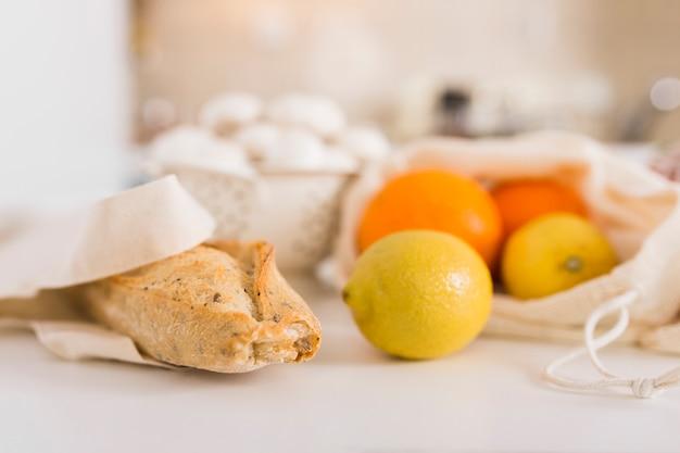 Pieczony Chleb Z Pieca Z Ekologicznymi Owocami Darmowe Zdjęcia
