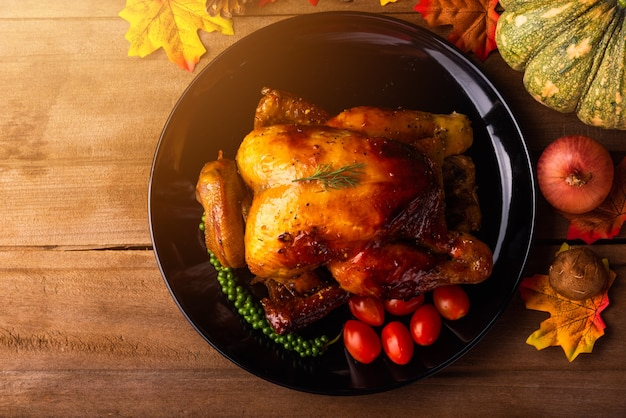 Pieczony Indyk Lub Kurczak I Warzywa Na święto Dziękczynienia Premium Zdjęcia