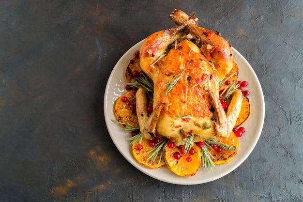 Pieczony kurczak w piekarniku, świąteczne danie, Premium Zdjęcia