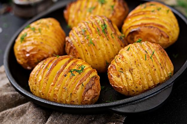 Pieczony Ziemniak Z Ziołami. Wegańskie Jedzenie. Zdrowy Posiłek. Darmowe Zdjęcia