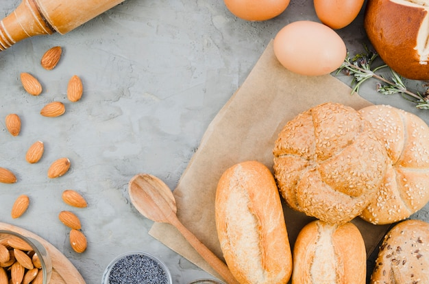 Piekarnia martwa natura z ręcznie robionym chlebem Darmowe Zdjęcia