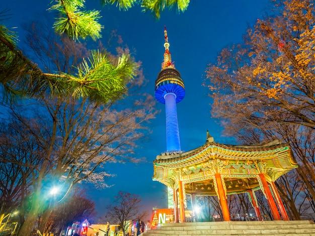 Piękna Architektura Buduje N Seul Wierza Darmowe Zdjęcia
