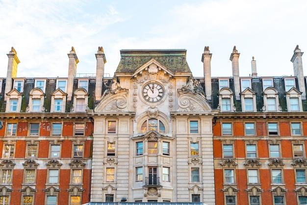 Piękna Architektura Na Zewnątrz Stacji Victoria Premium Zdjęcia