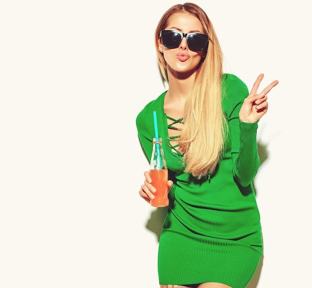 Piękna Blond Kobieta Dziewczyna W Letnie Ubrania Hipster Bez Makijażu Darmowe Zdjęcia