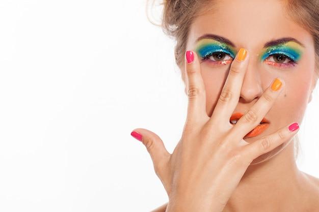 Piękna caucasian kobieta z artystycznym makeup Darmowe Zdjęcia