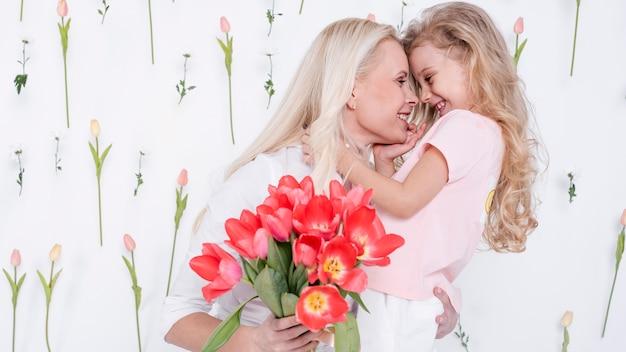 Piękna Córka I Matka Widok Z Przodu Darmowe Zdjęcia
