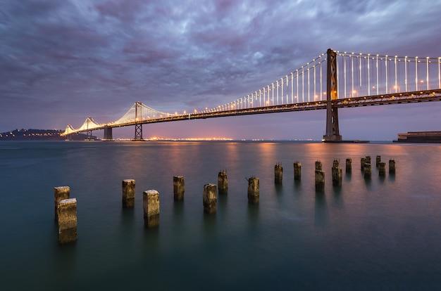 Piękna Godzina Bay Bridge, San Francisco Landmark Premium Zdjęcia