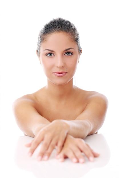 Piękna kobieta nad białym tłem Darmowe Zdjęcia