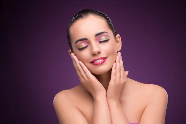 Piękna kobieta w mody pojęciu Premium Zdjęcia