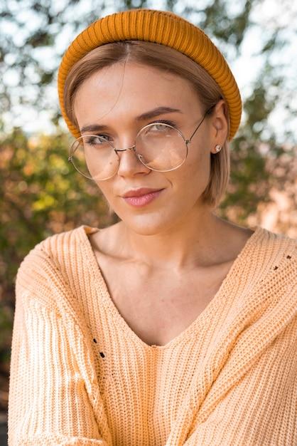 Piękna kobieta w okularach Darmowe Zdjęcia