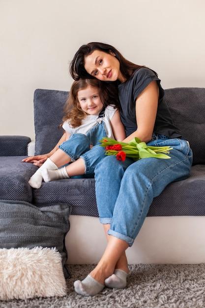 Piękna Matka I Córka Pozuje Wpólnie Darmowe Zdjęcia