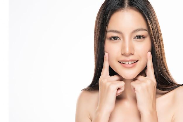 Piękna młoda azjatka z czystą, świeżą skórą, Premium Zdjęcia