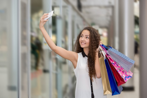 Piękna Młoda Kobieta Robi Zakupy Darmowe Zdjęcia