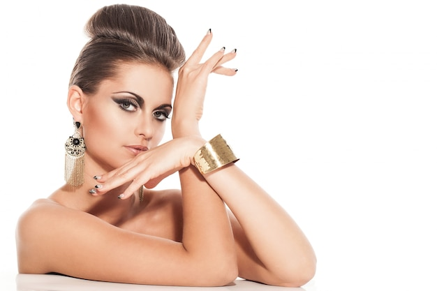 Piękna młoda kobieta z wieczór makijażem Darmowe Zdjęcia