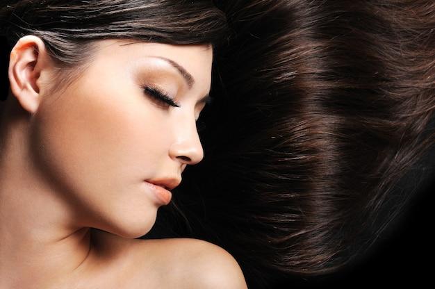 Piękna Młoda Twarz Kobiety Z Długimi Pięknymi Włosami Darmowe Zdjęcia