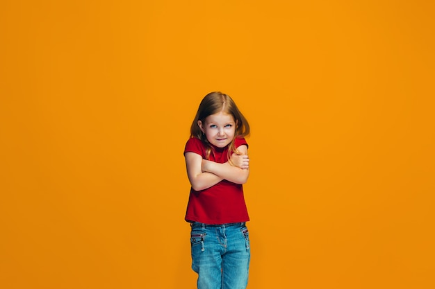 Piękna Nastoletnia Dziewczyna Patrzeje Zaskakujący I Oszołomiony Odosobnionym Darmowe Zdjęcia