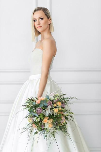 Piękna Panna Młoda W Sukni ślubnej Darmowe Zdjęcia