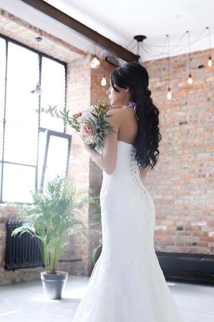 Piękna Panna Młoda Z Białą Sukienką Darmowe Zdjęcia