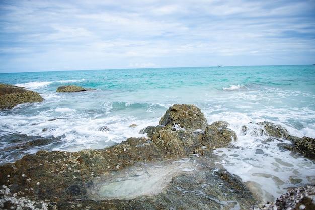 Piękna Plaża I Morze Na Koh Samet, Tajlandia Premium Zdjęcia