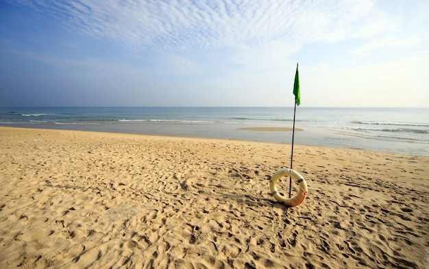 Piękna Plaża Z Dmuchanym Pierścieniem W Hoi An W Wietnamie Darmowe Zdjęcia