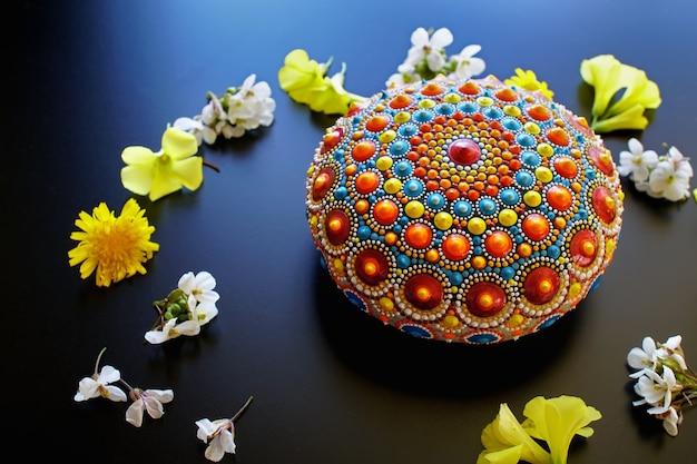 Piękna Ręcznie Malowana Mandala Na Czarnym Tle Premium Zdjęcia