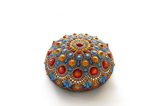 Piękna Ręcznie Malowana Mandala Na Kamieniu Premium Zdjęcia