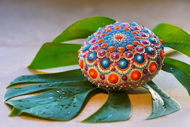 Piękna Ręcznie Malowana Mandala Premium Zdjęcia