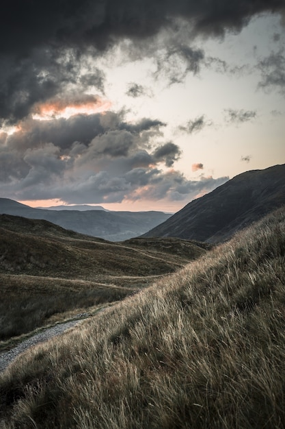 Piękna Sceneria Zachodu Słońca Na Pojezierzu Nad Ullswater Darmowe Zdjęcia
