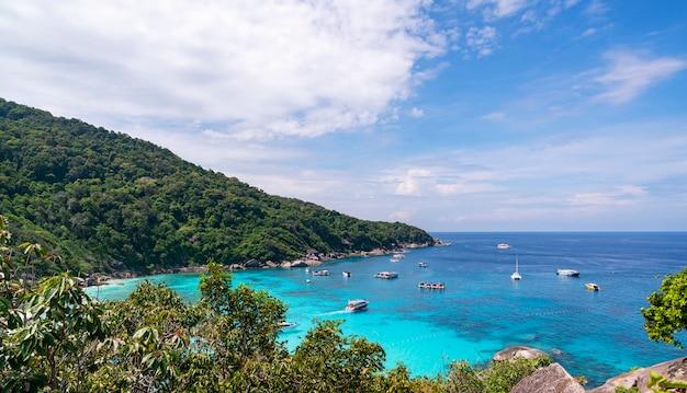 Piękna Tropikalna Denna Similan Wyspa No 8 Przy Similan Parkiem Narodowym, Phang Nga Tajlandia Premium Zdjęcia