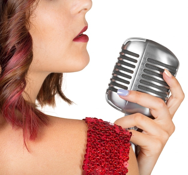 Piękna Wokalistka śpiewa Piosenkę Premium Zdjęcia