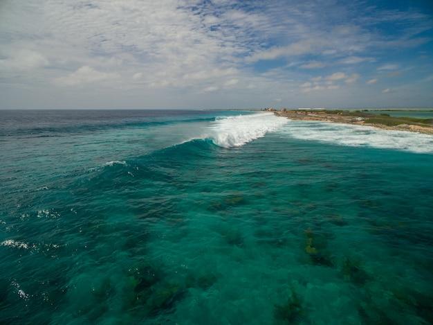 Piękna Wysoki Kąt Sceneria Ocean Po Huraganu W Bonaire, Karaiby Darmowe Zdjęcia