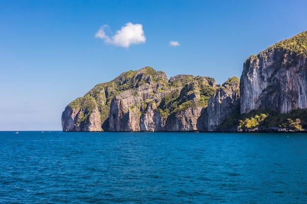 Piękna Zatoka Wyspy Phi Phi W Czasie Dnia Darmowe Zdjęcia