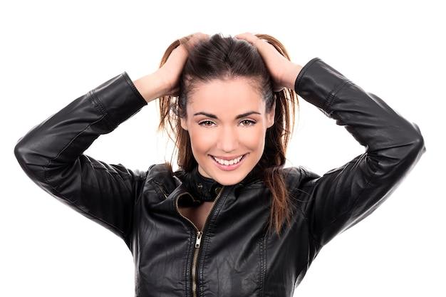 Piękne Brązowe Włosy Kobieta Z Ręką We Włosach Darmowe Zdjęcia