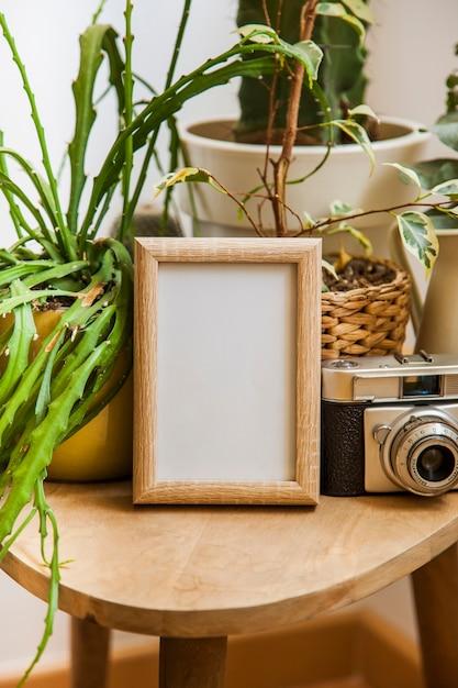 Piękne Dekoracje Kwiatowe Tabeli Z Ramką Premium Zdjęcia