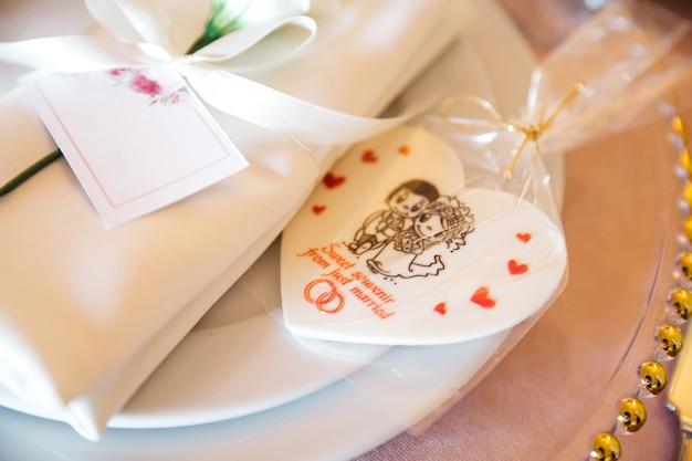 Piękne Dekoracje ślubne Na świątecznym Stole Darmowe Zdjęcia