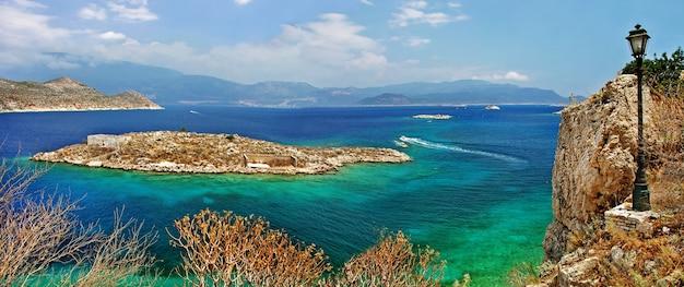 Piękne Greckie Wyspy - Kastelorizo W Dodekanezie Premium Zdjęcia