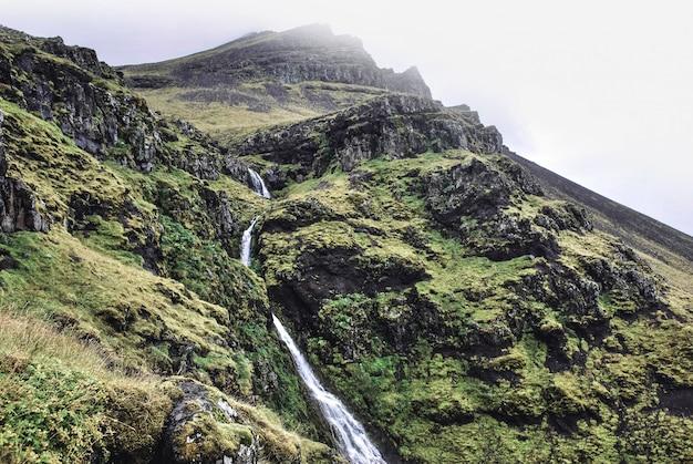 Piękne Krajobrazy Wzgórz I Gór Z Jeziorami I Nizinami Darmowe Zdjęcia
