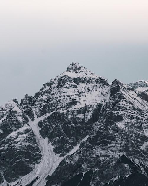 Piękne Ośnieżone Szczyty Górskie Darmowe Zdjęcia