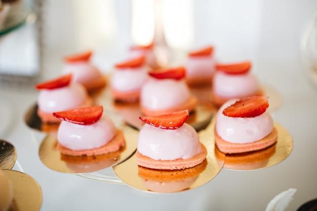 Piękne Słodycze Na Uroczystości Darmowe Zdjęcia