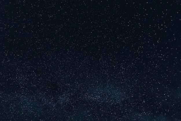 Piękne świecące Gwiazdy Na Nocnym Niebie Darmowe Zdjęcia