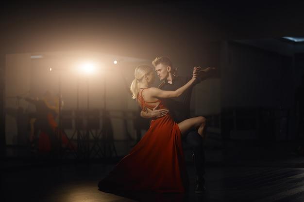 Piękne Tańczące Namiętne Tancerki Darmowe Zdjęcia