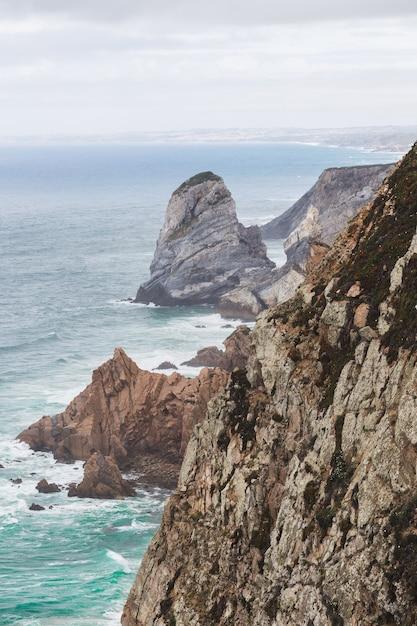 Piękne Ujęcie Cabo Da Roca Podczas Historii Pogody W Colares W Portugalii Darmowe Zdjęcia
