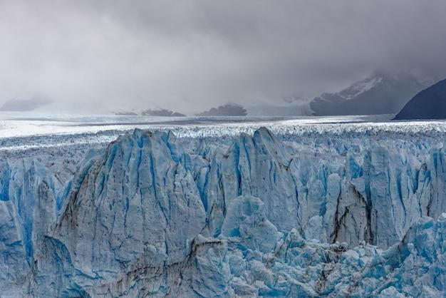 Piękne Ujęcie Dużych Lodowców Niebieskiego Lodu Darmowe Zdjęcia