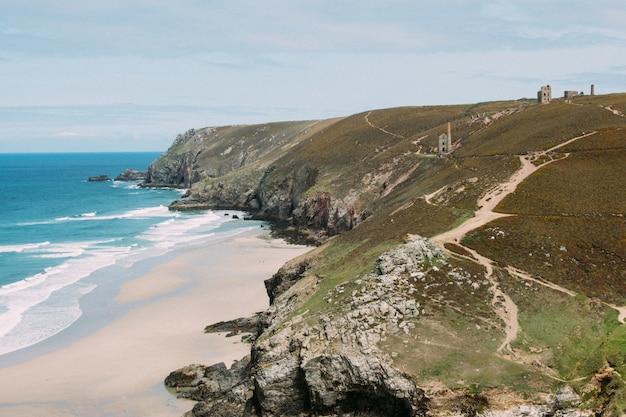 Piękne Ujęcie St. Agnes Heritage Coast W Wielkiej Brytanii Darmowe Zdjęcia